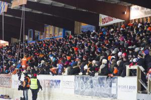 4109 personer trotsade kylan och hejade fram Bollnäs till en poäng. Foto: ©Anders Gårdestig