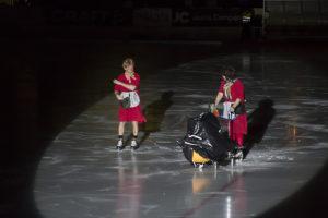 Städtanterna från Småstadsliv roade innan matchen. Foto: ©Anders Gårdestig