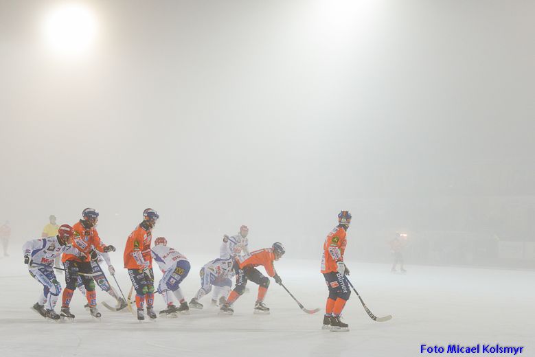 Dimma över Sävstaås  under matchen mot Kungälv. Foto: Micael Kolsmyr
